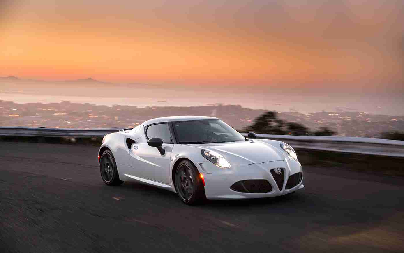 alfa romeo 4c test drive a rough ride in a smooth car. Black Bedroom Furniture Sets. Home Design Ideas
